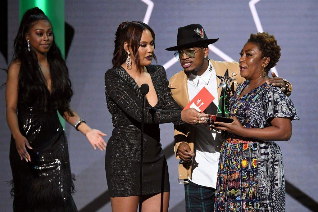 Best Girlfriend Award Trophy Elegant so Sweet Burna Boy S Girlfriend Stefflon Don & Mom