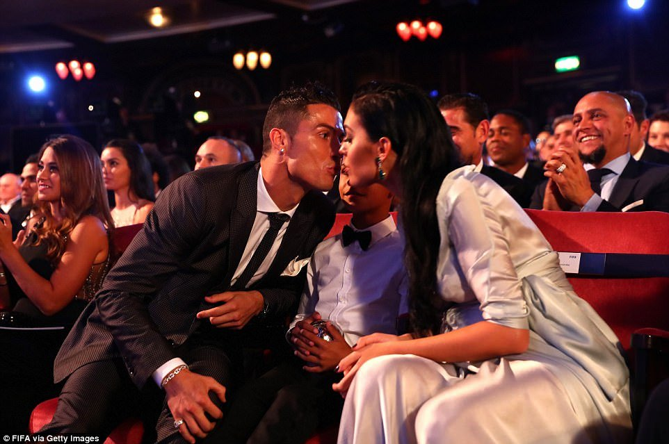 Best Girlfriend Of the Year Award New Cristiano Ronaldo Wins Fifa S the Best Men S Player Award