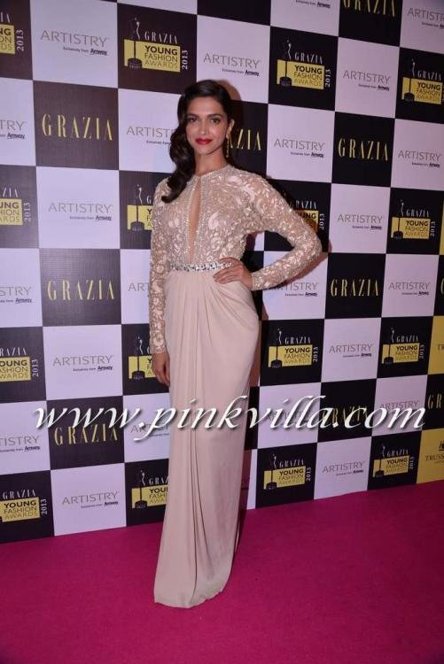 more pics deepika padukone receiving girl year award grazia young fashion award